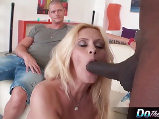 Mature slut Scarlet Mika enjoys