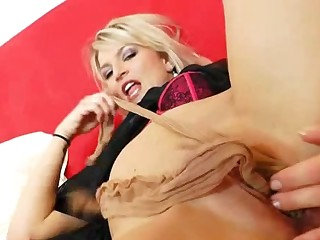 Sophia Magic spreads puss to pull nylons out