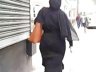 Sexy Hijabi bengali phat ass slut walking and teasing