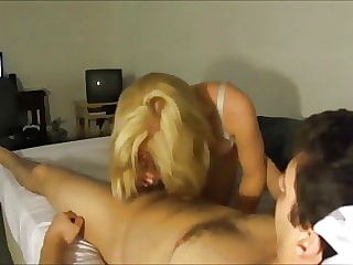 amateur blonde babe loves to get fuck behind