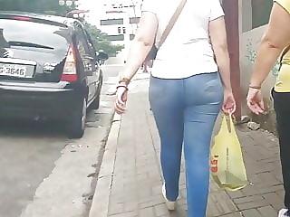 Loira milf de jeans